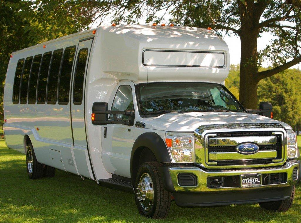 22 Passenger Luxury Coach Bus
