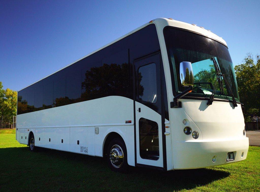 32 Passenger Luxury Coach Bus