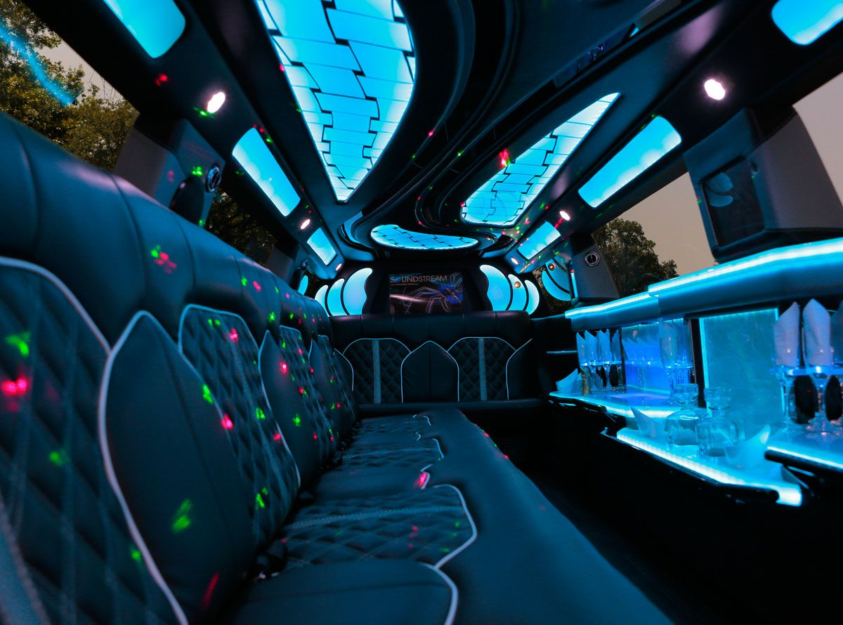 Lincoln MKT Mega Stretch Limo